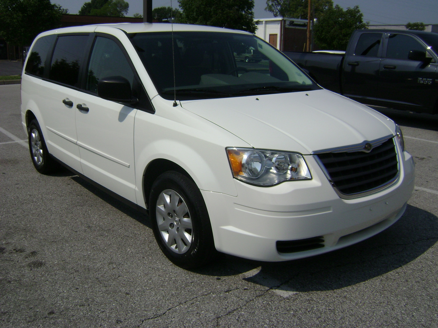 2008 chrysler town and country lx 4dr minivan 3 3l 6cyl 4a. Black Bedroom Furniture Sets. Home Design Ideas
